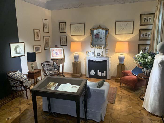 Зал выставки «Поэт и Леди», - атмосферная «Гостиная Жаклин Кеннеди»