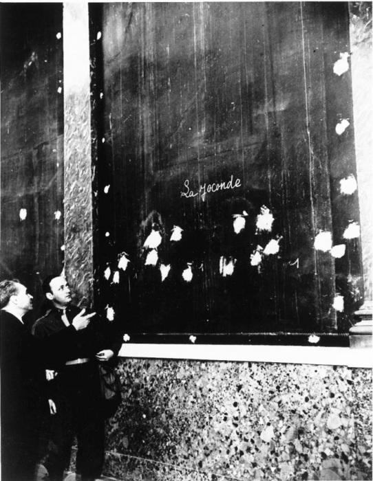 Пустая стена в Лувре во время Второй Мировой войны