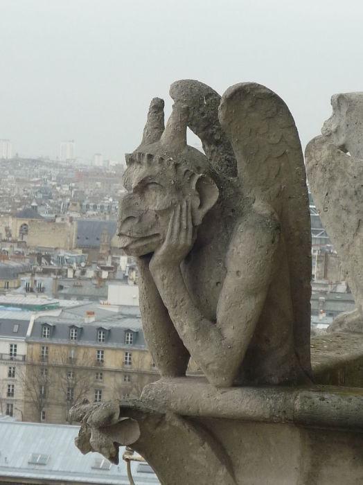 Самая знаменитая из химер парижского Собора Богоматери – «Неясыть»