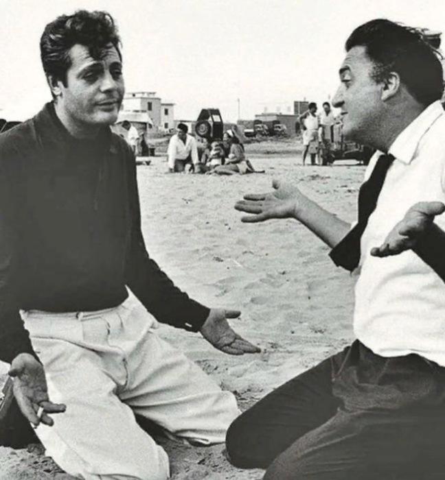 Марчелло Мастроянни и Федерико Феллини репетируют финальную сцену «Сладкой жизни»