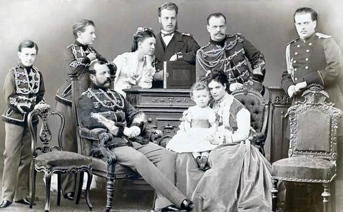 Мария Александровна с семьей