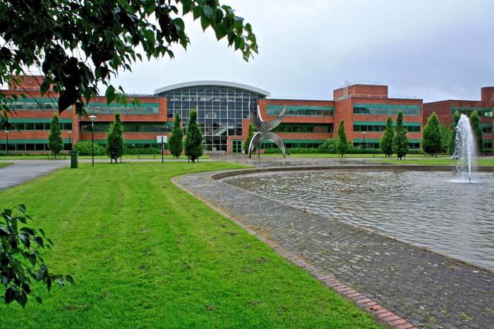 Лимерикский университет – одно из лучших учебных заведений Ирландии, появился только благодаря Чарльзу Фини