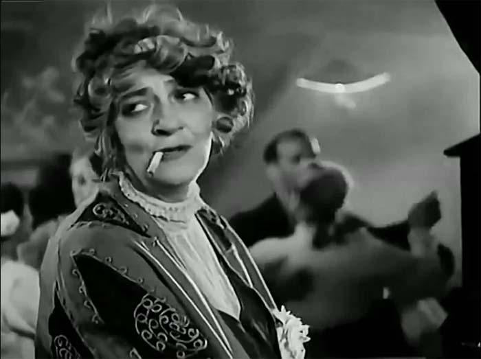Фаина Раневская в роли тапёрши в картине «Александр Пархоменко», 1942 год.
