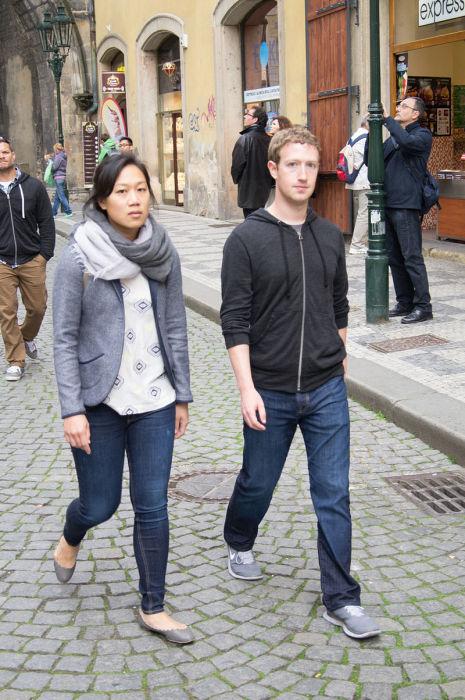 Марк Цукерберг и Присцилла Чан на своей еженедельной прогулке