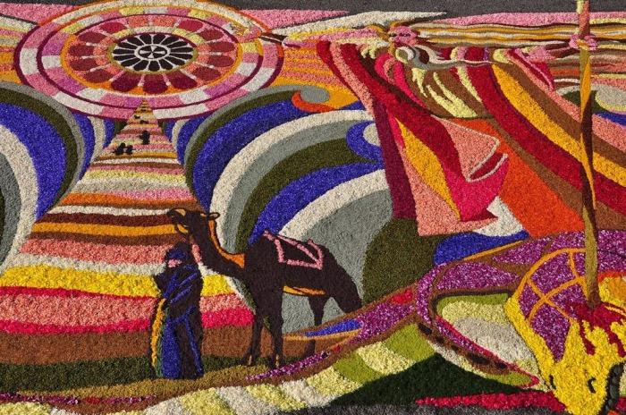 Темы красочных рисунков из лепестков на итальянских фестивалях сегодня касаются не только религии