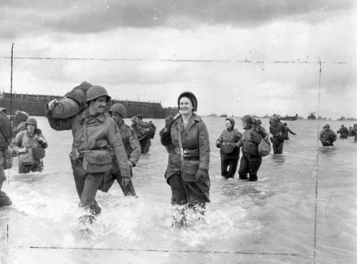 Вот как выглядела настоящая высадка медсестер в Нормандии, которая происходила через 4 дня после начала военной операции