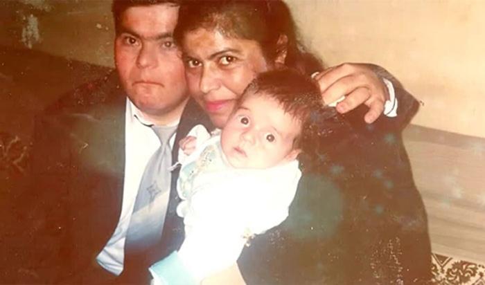 молодая семья Исса с новорожденным