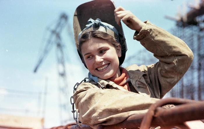 Сварщица на Каховской стройке, 1950 - 1956, Всеволод Тарасевич
