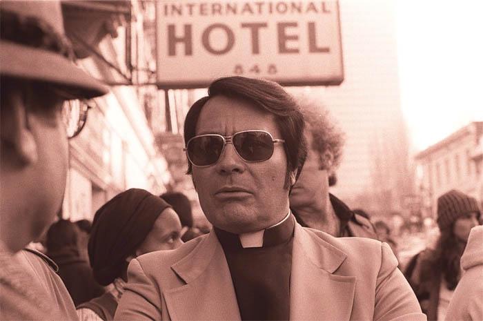 Джим Джонс в 1977 году