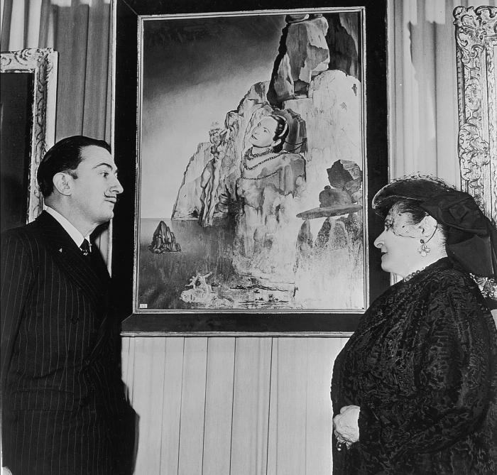 Сальвадор Дали изобразил Елену Рубинштейн в виде Прометея, привязанного к скале зеленым платьем и украшениями