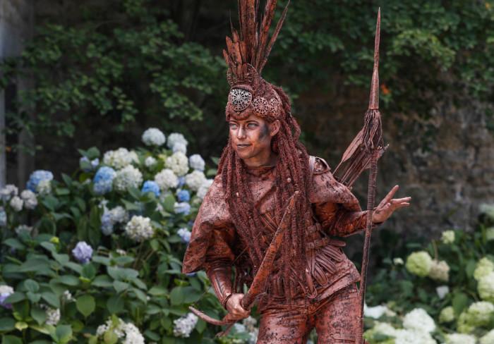 Сегодня больше всего уличных мимов в Европе. В начале 2000-х живых статуй стало настолько много, что властям пришлось принимать ограничивающие меры.
