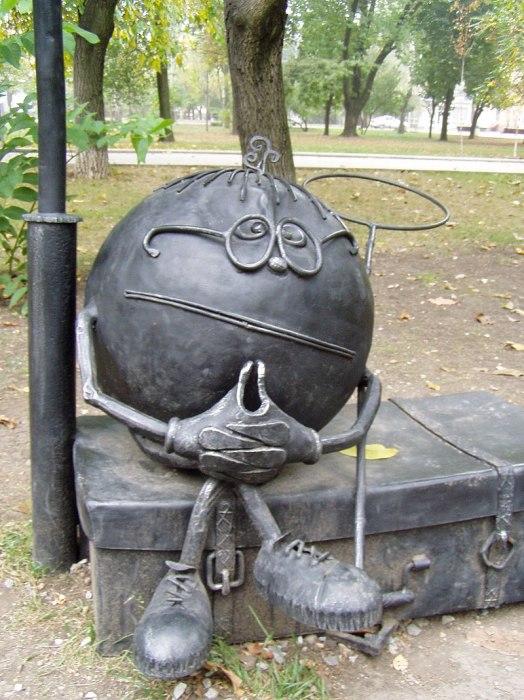 Колобок в Донецком парке кованых фигур