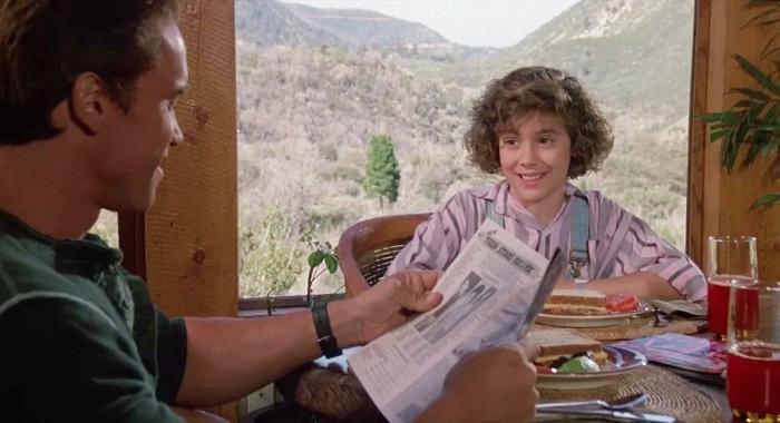 Алисса Милано и Арнольд Шварцнеггер в фильме «Коммандо», 1985 год