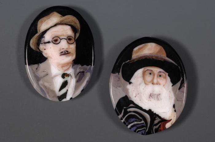 Лорен Стамп, муррины  с портретами американского поэта Уолта Уитмена и ирландского поэта-модерниста Джеймса Джойса