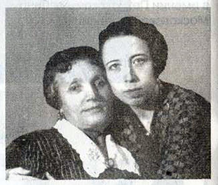 Е.П.Мещерская с дочерью Е.А.Мещерской после освобождения из Бутырской тюрьмы (начало 20-х годов)