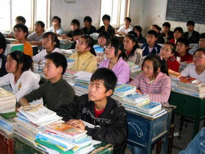 Уроки в китайских школах длятся с 8.00 до 16. 00, но с 16.00 до 21.00 начинается время дополнительных занятий