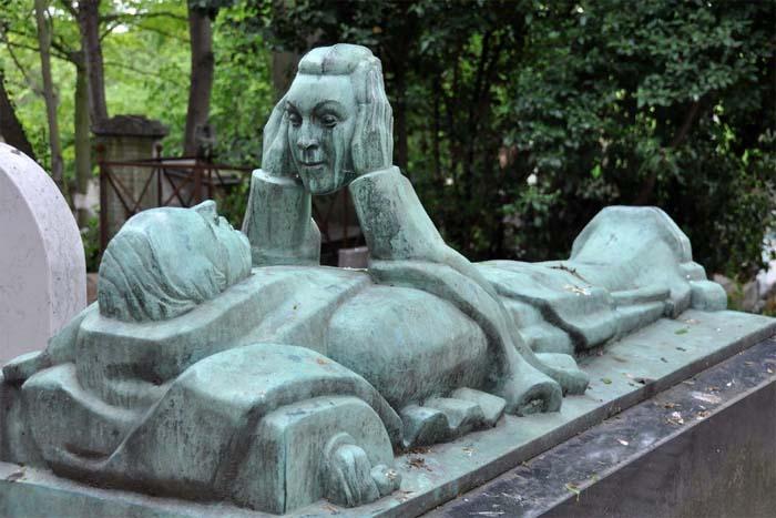 Надгробный камень музыканта и актера Фернана Арбело