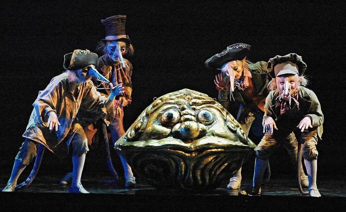 Мариинский театр, балет «Щелкунчик», костюмы и декорации по эскизам Михаила Шемякина, 2001 г.
