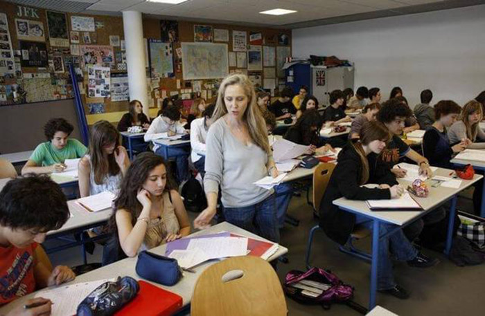 Среднее школьное образование во Франции включает в себя 2 ступени: колледж и лицей