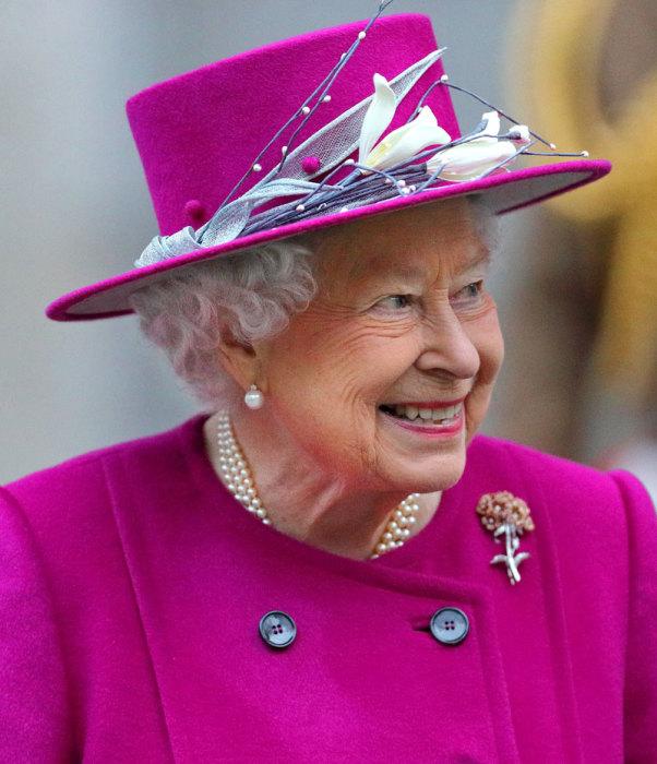 Королевский стиль от Елизаветы II – это вовсе не скучная серо-бежевая гамма