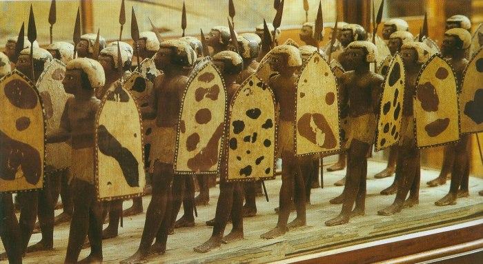 Самые древние солдатики в мире - ушебти в виде египетских воинов из гробницы Месехти, номарха Асьюта. XX в. до н. э.