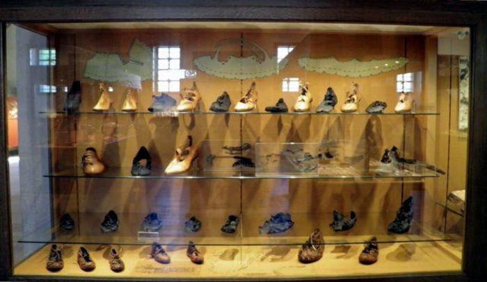 Коллекция древнеримской обуви в музее Заальбурга