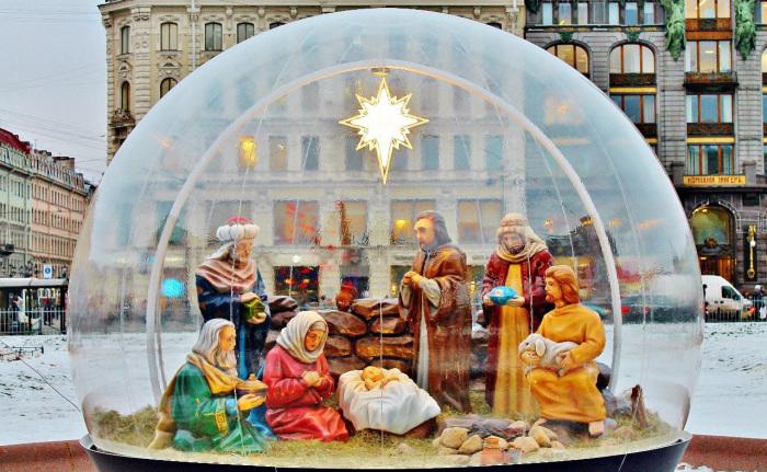 Рождественский вертеп у Казанского собора в Санкт-Петербурге
