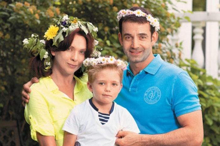 Актеры российского кино и театра Дмитрий Певцов и Ольга Дроздова с сыном Елисеем