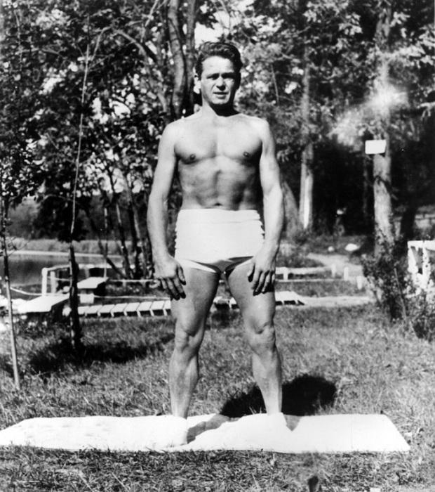 Йозеф Пилатес в молодости работал моделью для художников, изображающих анатомически правильное человеческое тело