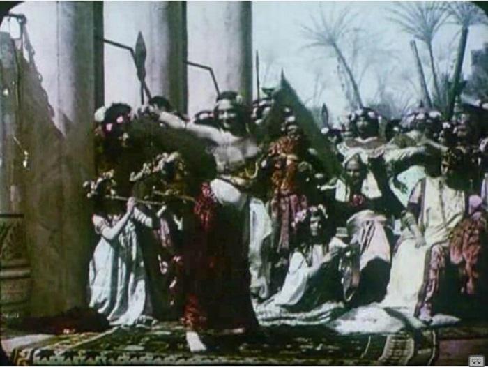 Кадр фильма «Salomе», колоризованного трафаретным способом «Патеколор». 1910 год