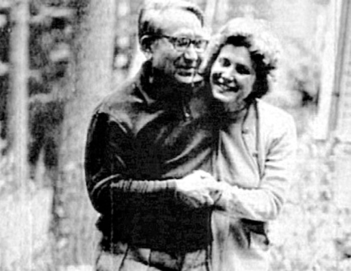 Гражданский муж Светланы Браджеш Сингх скончался в 1967 году. Сопроводив его прах в Индию, Светлана не вернулась домой. В СССР она оставила двух детей от первых браков.