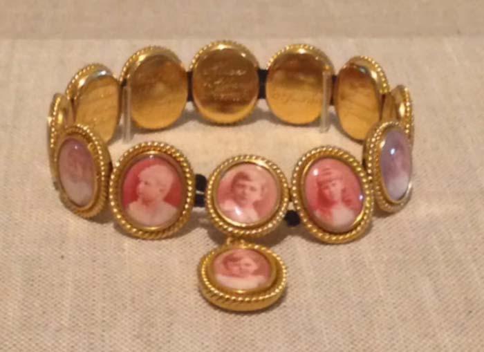 Браслет с фотографиями внуков королевы Виктории и принца Альберта