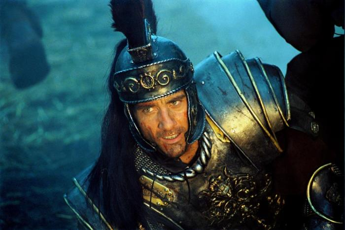 Клайв Оуэн в роли короля Артура