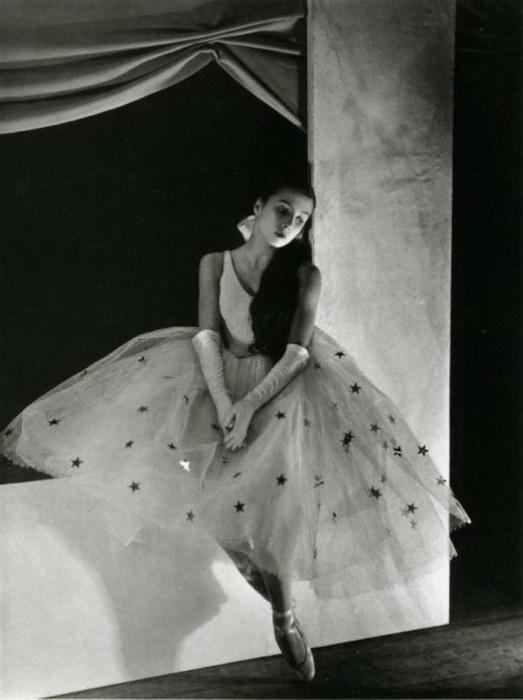 Тамара Туманова в 13 лет в балете Баланчина «Котильон», 1932 год