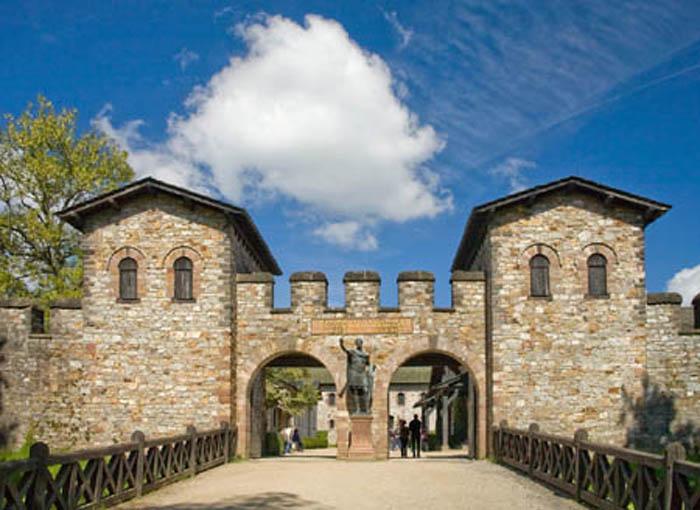 Главные ворота форта Заальбург