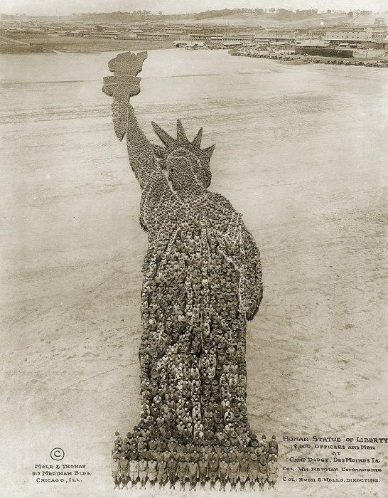 """Фотопроект """"Человеческая статуя Свободы"""", 1919 г."""