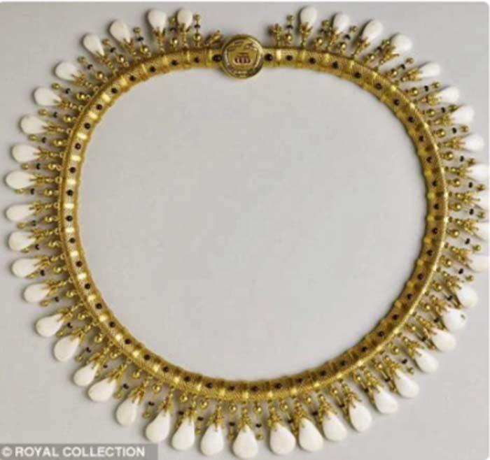 Ожерелье из оленьих зубов – подарок принца Альберта королеве Виктории