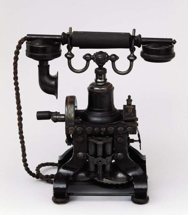 Телефон в первые годы казался людям настоящим магическим аппаратом