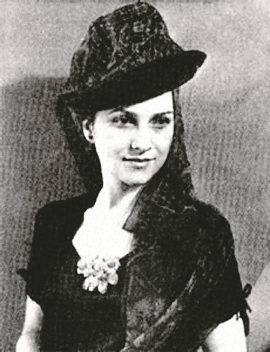 Антонина Сергеевна Ревельс в молодости