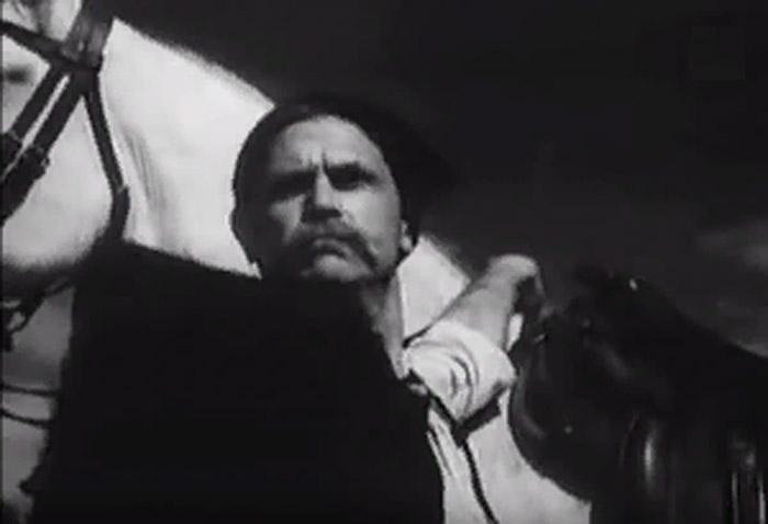 В агитационном ролике, снятом в 1941 году, Чапаев выживает и собирается бить фашистов