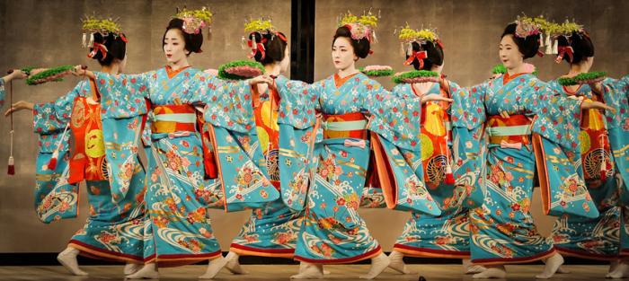 Танец майко на Мияко-одори (танцевальный фестиваль гейш Киото)