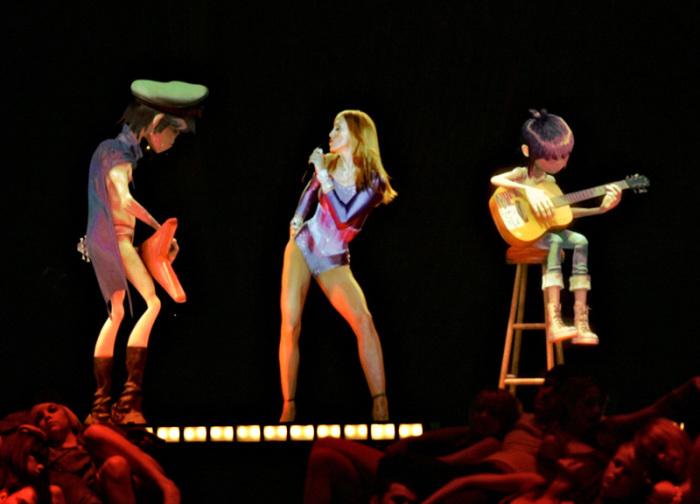 Голографическое выступление Мадонны вместе с анимационной группой Gorillaz, 2006 год, премия «Грэмми»
