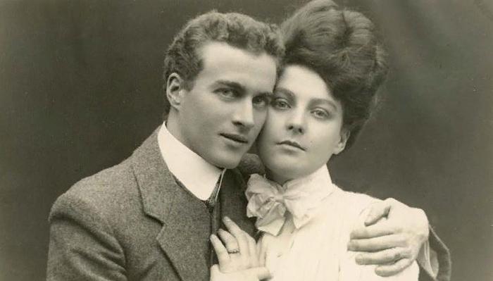 Лог вместе с будущей женой Миртл во время помолвки, 1906 год