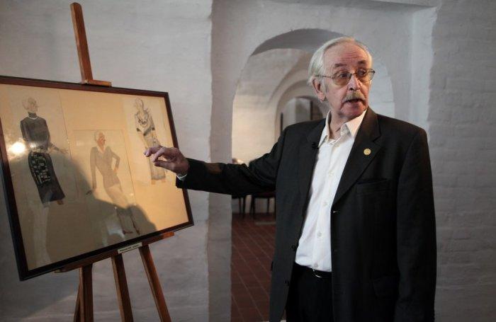 Василий Ливанов на открытии выставки шуточных графических работ своего отца, Бориса Ливанова