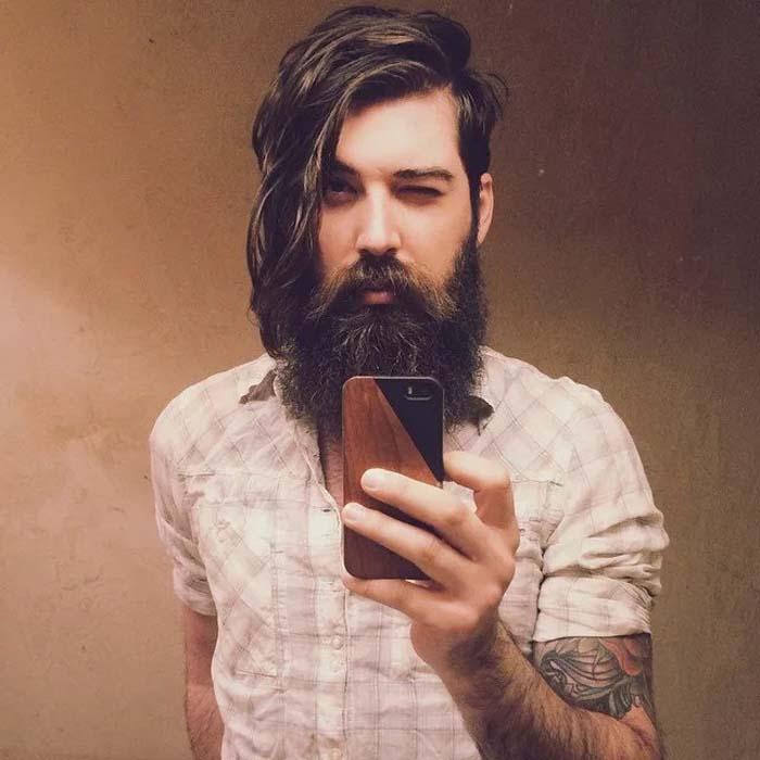 Современные модники тратят много усилий, чтобы поддерживать красоту бороды и усов
