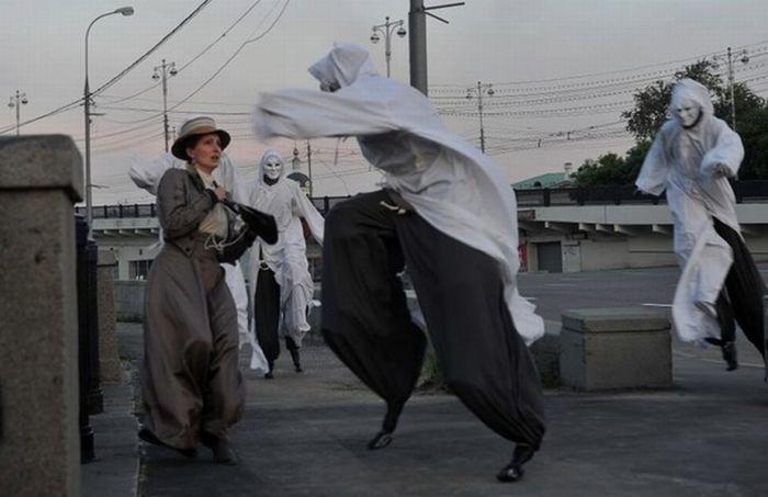 Кадр из современного фильма, рассказывающего о банде «Живых мертвецов» начала XX века