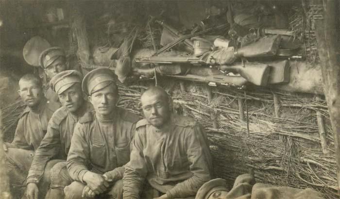 Русские солдаты в окопе