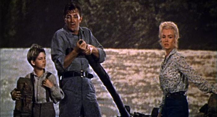 Томми Реттиг с Робертом Митчемом и Мэрилин Монро в фильме «Река, не текущая вспять» (1954). Кстати, джинсы, в которых Мэрилин снималась в этом фильме, были проданы затем на аукционе «Кристи» за $42 550
