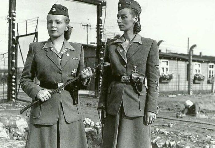Элегантные женщины-надзирательницы — Ирма Грис и Мария Мандель. Каждая повинна в смерти нескольких десятков тысяч заключенных. Обе были после войны повешены как военные преступники.