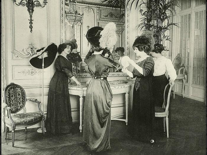 В модном магазине, начало XX века